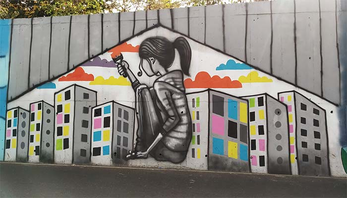 girl painting the wall picture